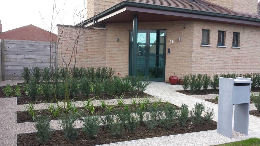 Aanleg voortuin tuinen linclau for Voortuin strak modern