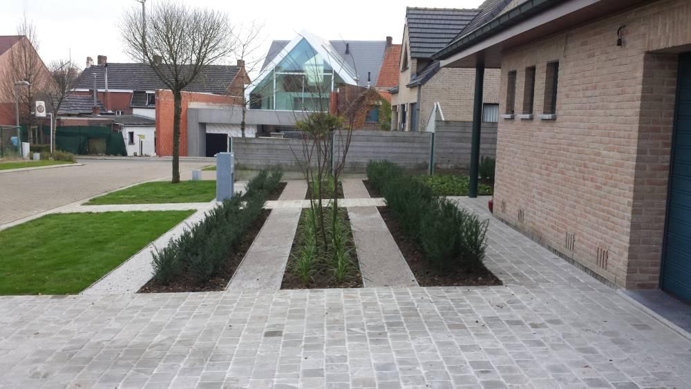 Voortuin Met Oprit : Aanleg voortuin tuinen linclau
